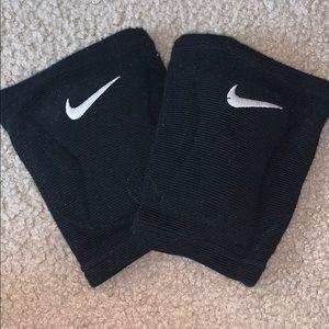 ✰ Nike Dri-Fit Knee Pads